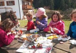 Ostereier färben unter Anleitung von Friedolina....
