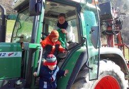 Mit dem Bauer beim Traktorfahren